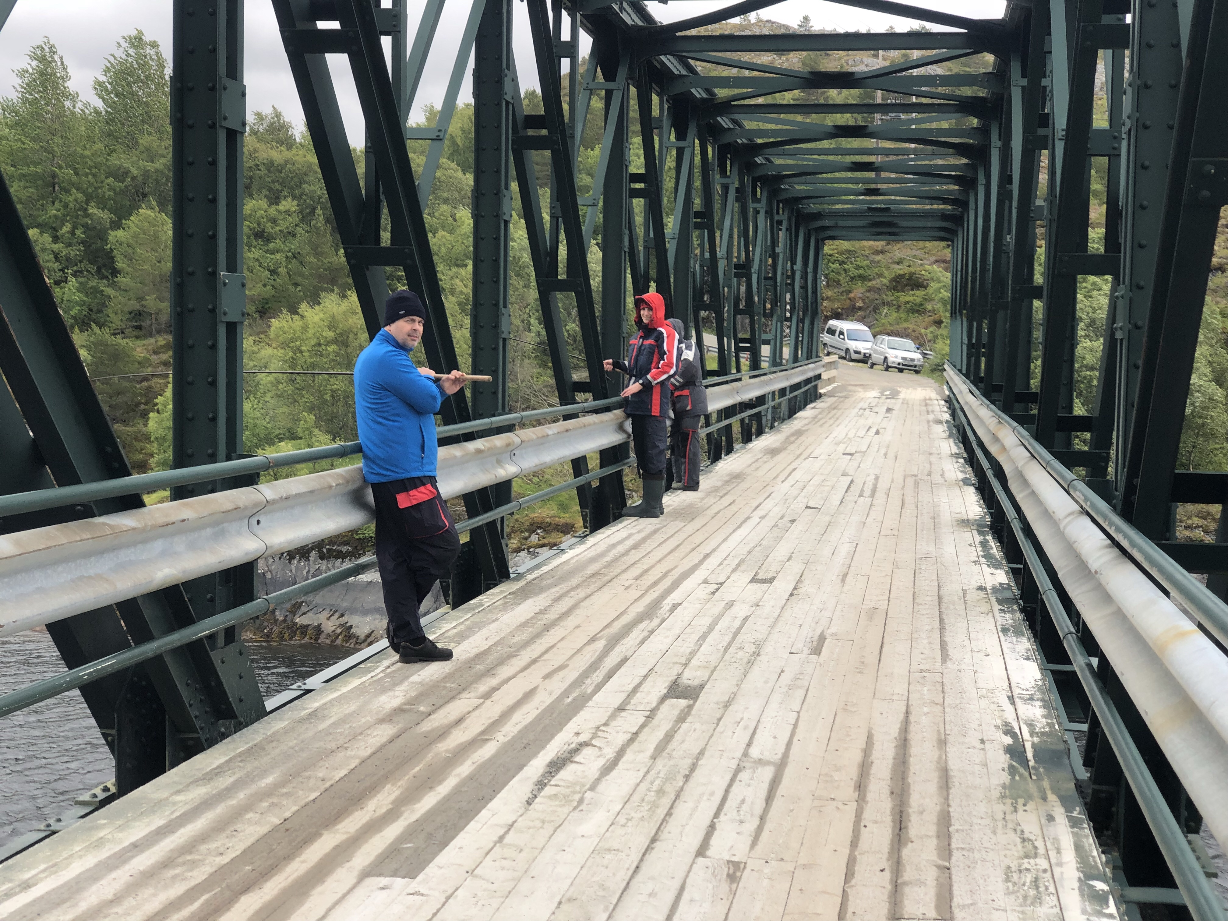Angeln von der Brücke